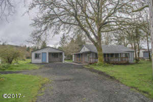 666 SW Ferry Ave, Siletz, OR 97380