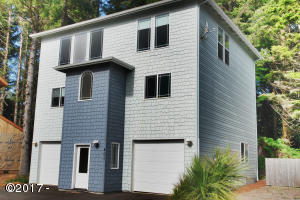 715 SW Bard Rd, Lincoln City, OR 97367 - Great Beach House