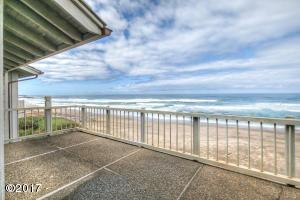 4175 N Hwy 101, D8, Depoe Bay, OR 97388 - Panoramic ocean views from the deck