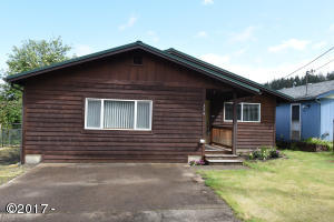 326 E Swan Ave, Siletz, OR 97380