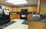 420 NW Sunset Blvd, Toledo, OR 97391 - Roomy kitchen