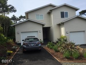 1218/1216 NW 13th Street, Lincoln City, OR 97367