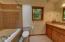 571 Fairway Dr, Gleneden Beach, OR 97388 - Master bath
