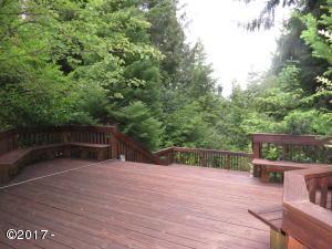 320 SE Evergreen Dr, Waldport, OR 97394 - Huge Deck