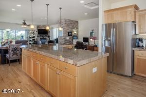 1241 SE 2nd Pl, Lincoln City, OR 97367