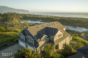 45260 Proposal Point Dr, Neskowin, OR 97149