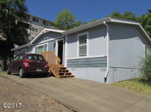 2439 NE 29th St, Lincoln City, OR 97367 - Front of house