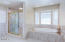 44 NW Lincoln Shore Star Resort, Lincoln City, OR 97367 - Ensuite Spa Tub & Shower