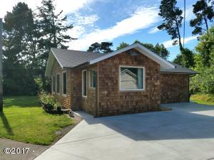 6835 SW Inlet Ave, Lincoln City, OR 97367 - The cutest cottage