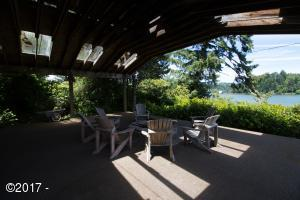 5650 Yaquina Bay Rd, Newport, OR 97365 - Large Deck for gatherings