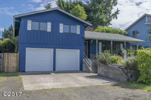195 SE Salmon St, Waldport, OR 97394 - Front of Home