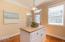 319 Kinnikinnick Way, Depoe Bay, OR 97341 - Kitchen Island
