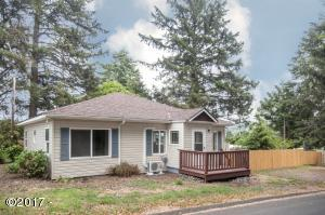 3036 NW Port Dr., Lincoln City, OR 97367 - Curbside
