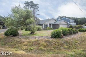 South Point Home on Large corner lot