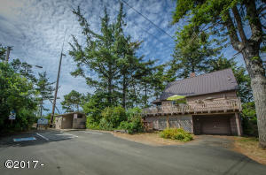 841 SW 65th St, Lincoln City, OR 97367 - Classic Cottage by the Sea