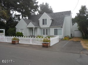 195 SW Maple St, Waldport, OR 97394