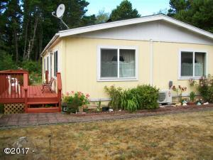 5405 NW Pacific Coast Hwy, 15, Waldport, OR 97394 - front deck