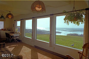 885 Ocean View Dr, Yachats, OR 97498 - 1 West-facing windows