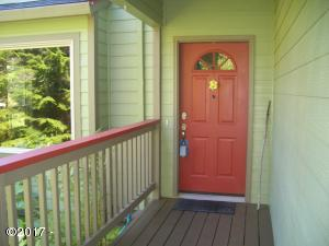 5810 Palisades Dr, Lincoln City, OR 97367 - Welcoming Entry