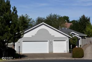 755 NE Jeffries Pl, Newport, OR 97365 - Exterior