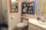 485 Lookout Dr, Lincoln City, OR 97367 - Main level bath