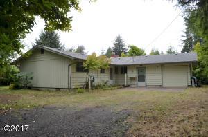 245 NE Edgecliff Drive, Waldport, OR 97394 - Driveway House entrance