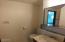 2415 NW Nye St, Newport, OR 97365 - Jack-n-Jill bath