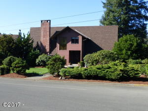 210 SE Harney St, Newport, OR 97365 - Front