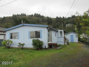 624 S Dolphin St, Rockaway Beach, OR 97136 - Front of house