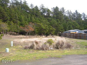 1213 NW Bayshore Dr, Waldport, OR 97394 - Ready for your new home