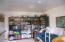 1327 NW 13th St, Lincoln City, OR 97367 - Bookshelves