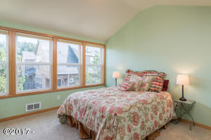 5902 Barefoot Ln, Pacific City, OR 97135