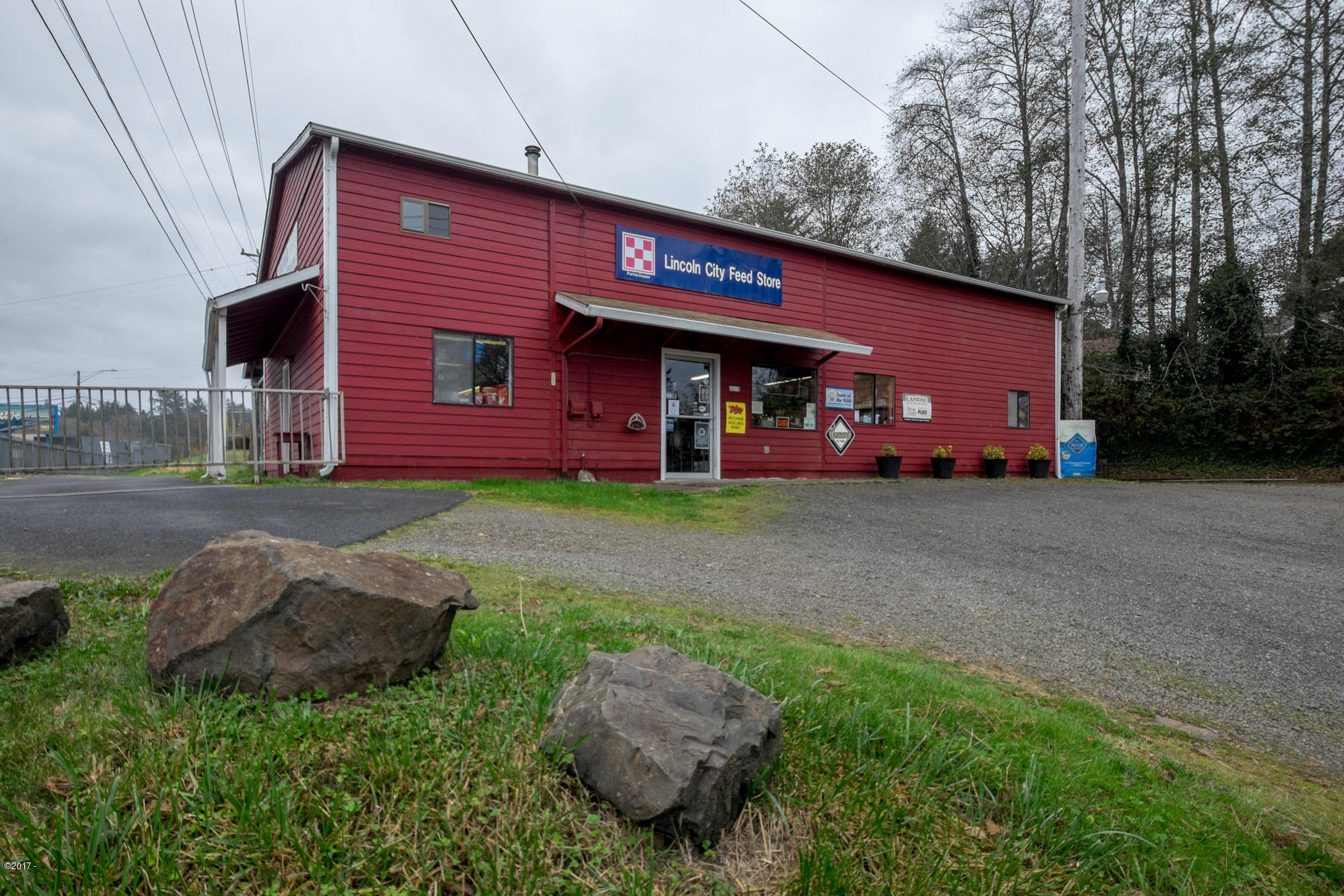 3219 NW U.s. 101, Lincoln City, OR 97367 - Building Exterior