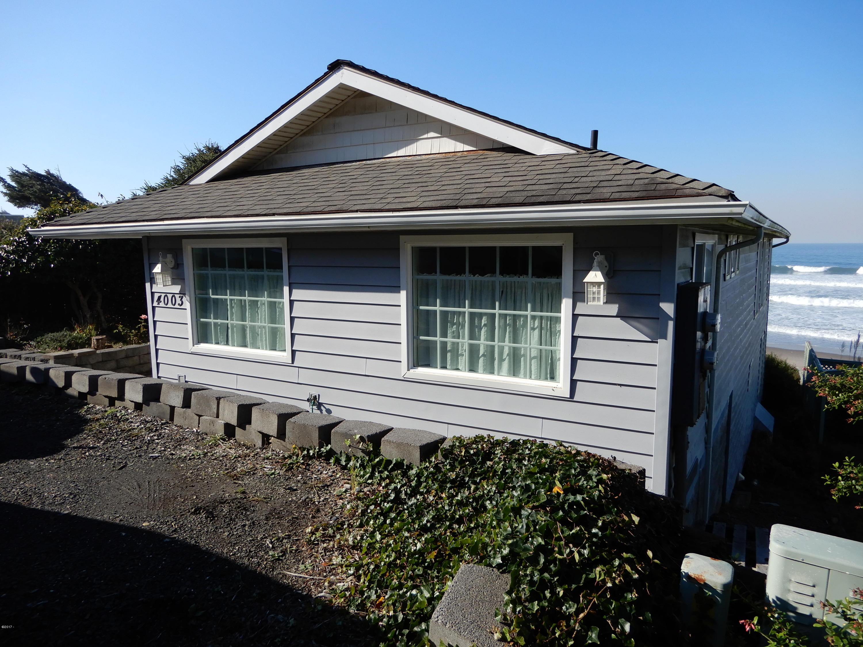 4003 Lincoln Ave, Depoe Bay, OR 97341 - Front View