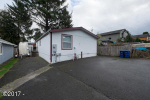 614 SE Port Ave, Lincoln City, OR 97367 - Exterior