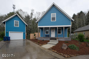 4525 NE Tide Ave, Lincoln City, OR 97367 - Front View