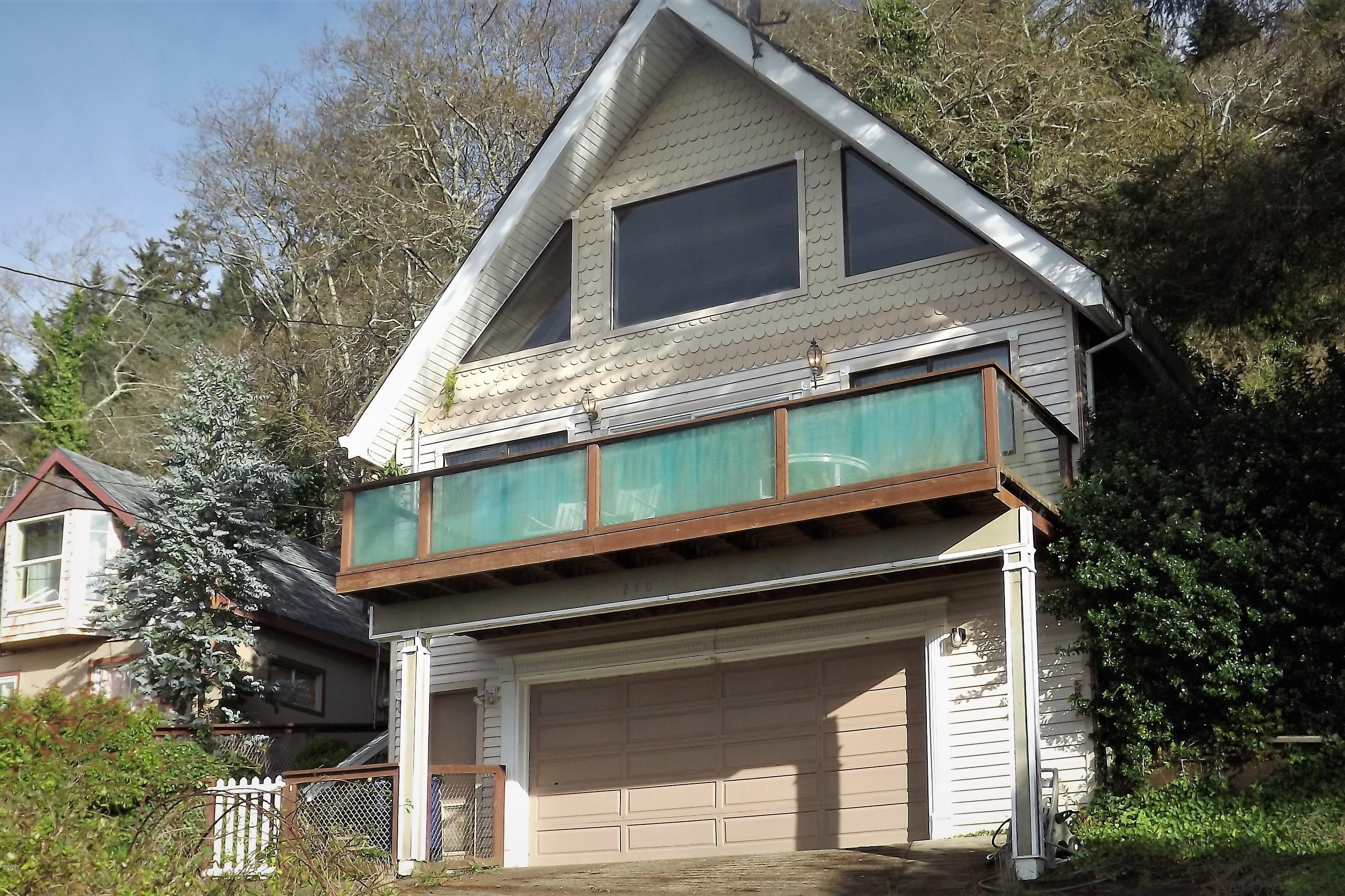 240 Williams Ave NE, Depoe Bay, OR 97341