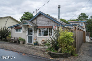 1106 NW Inlet Ave, Lincoln City, OR 97367 - Cute Beach Cottage