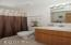 3414 NW Port Ct, Lincoln City, OR 97367 - Guest Bath