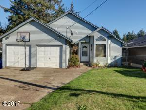 828 NE Grant St, Newport, OR 97365 - Front of house