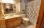 828 NE Grant St, Newport, OR 97365 - Master Bathroom