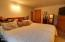 828 NE Grant St, Newport, OR 97365 - Master Bedroom