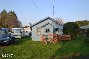314 SE Swan Ave, Siletz, OR 97380