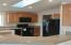 6090 NE Evergreen Ln, Newport, OR 97365 - Roomy Kitchen