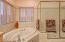 543 N Bayview Ct, Waldport, OR 97498 - Master Bath With Jetted Tub