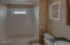924 SW 12th St, Newport, OR 97365 - main bath