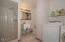 720 NE Jeffries Pl, Newport, OR 97365 - Laundry & Bath