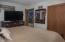 720 NE Jeffries Pl, Newport, OR 97365 - Master Bedroom