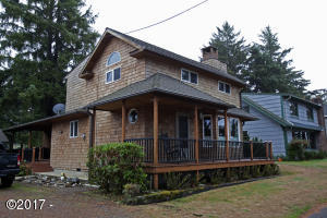 34985 Hill St, Pacific City, OR 97135 - Beach retreat