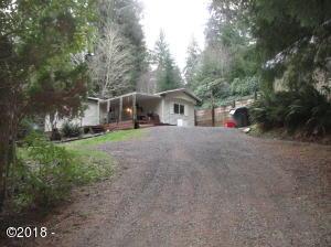 612 N Deerlane Dr, Otis, OR 97368 - The House & driveway